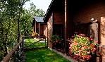 Camping-gavín-exterior-con-jardín