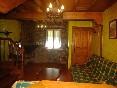 Salón con chimenea Casuca Indianos Dcha