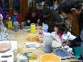 Grupo realizando un taller de cerámica, ¡Infórmate!