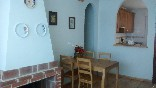 Salón con chimenea de La Veguilla