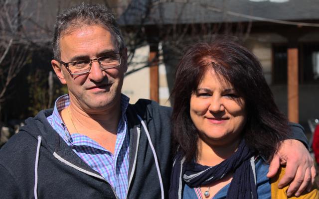 Imagen de Javier y Conchi,                                         propietario de El Trubio, Cabañas Sanabria