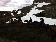 A caballo cerca del pico coriscao