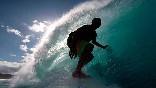 Escuela-cantabra-de-surf-en-el-interior-de-una-ola