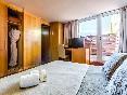 Sansi-diputació-habitación-con-terraza