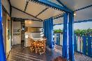 Porche bungalows azules