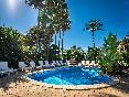 Hotel ciutat jardi piscina