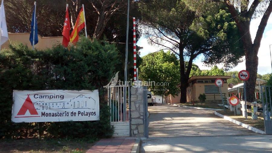 Camping-monasterio-de-pelayos-entrada