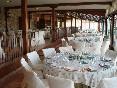 Mesas montadas y listas para la celebración
