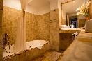 Cesar bathroom