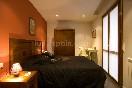 Habitación con cama de matrimonio Comedor del apartamento pequeño