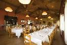 Restaurante salón y zona de cocina a la brasa