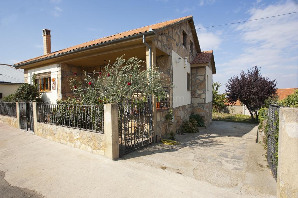 rural casa salva fachada de piedra