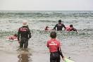 Escuela de surf pinos en la playa