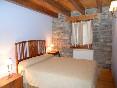 habitación cama matrimonio apartamento rural 1