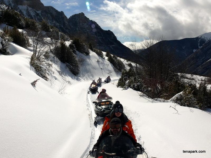 motos de nieve por los bosques de Hoz de Jaca