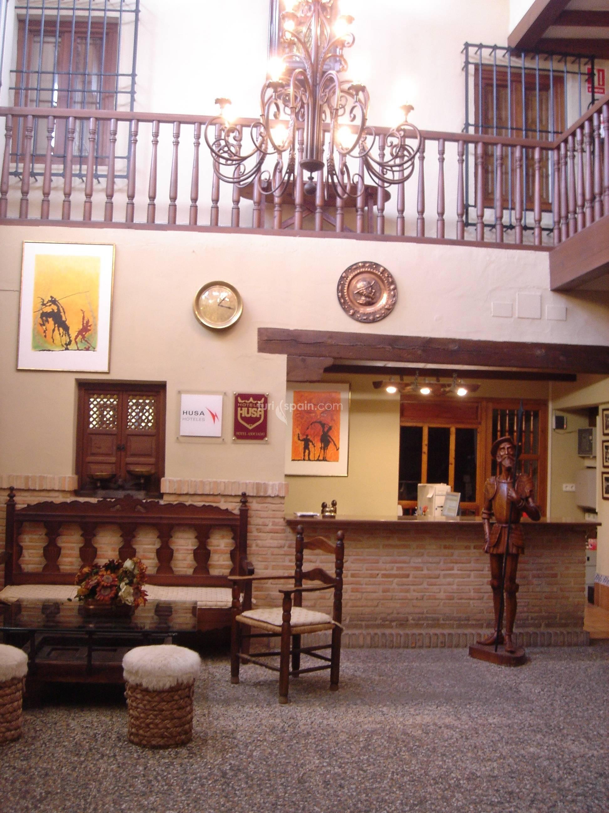 Fachada Hotel Meson de Don Quijote