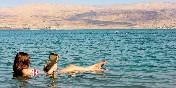 Disfrutando el Mar Muerto. Jordania