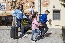 Familia-llegando-al-alberguebaja