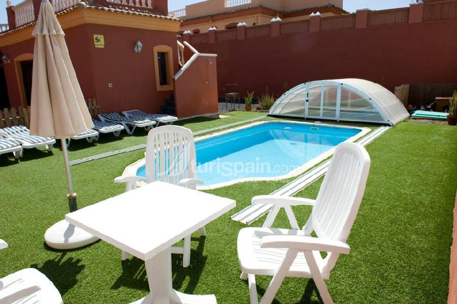 Jardin y piscina de villa ángeles