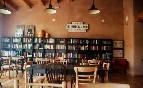 Zona comedor y biblioteca