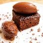 Brownie de chile chipotle con ganaches de nueces pecanas y café
