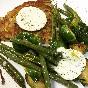 Coles de bruselas y judías verdes salteadas con rösti de patata y margarina al estragón