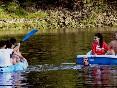 Kayak y pedaleta comediante
