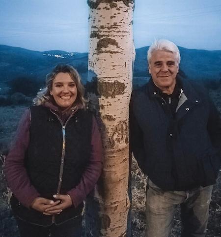 Imagen de Pilar y Pepe que es propietario de Casa Rural La Escuela