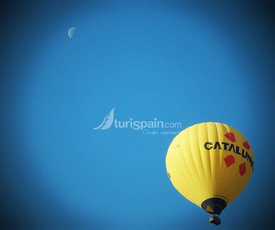 Globus-kontiki-saludando-a-la-luna
