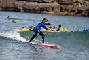 Escuela-de-surf-los-locos-sorteando-olas