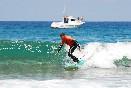 Escuela-surf-los-locos-surfeando