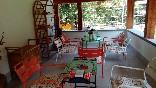 La-casa-encantada-porche-exterior-mobiliario