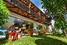 Terraza-exterior-con-jardín