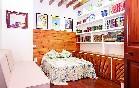 Habitación madera y libros