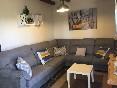 Salón con gran sofá